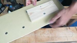 壁に重量物を釣りつけるにはエアコンボードアンカー (14)