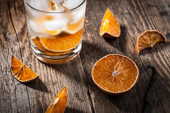 Getrocknete Orangen im Drink