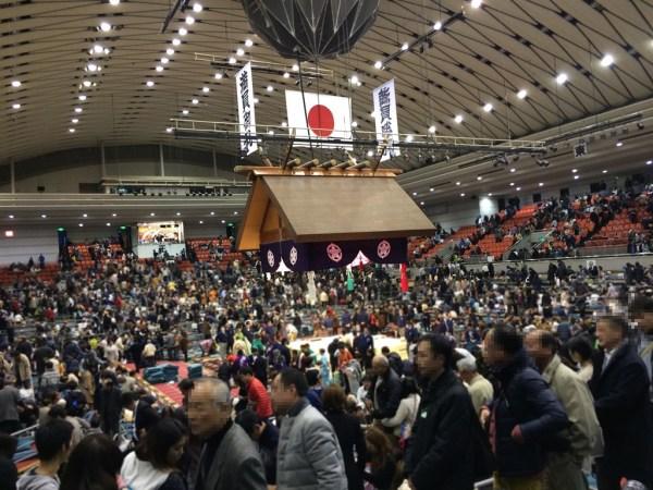 大相撲 春場所 三月場所初日 大阪場所 会場 当日券 座席表