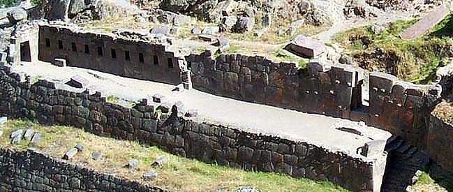"""Рис. 3. Стена с """"незаконченными воротами"""""""