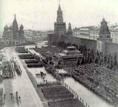 Парад у мавзолея Ленина