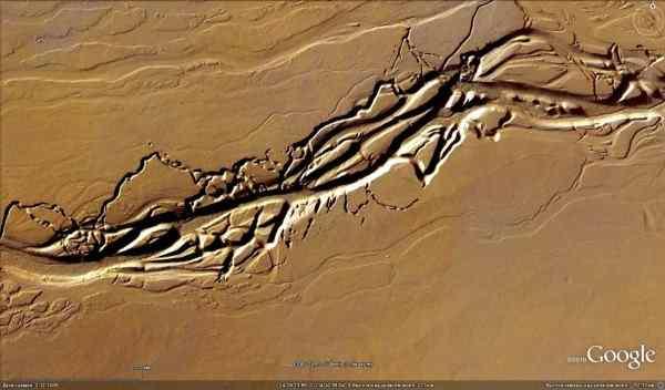 огромная река на Марке