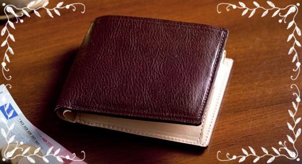 二つ折りタイプの長財布