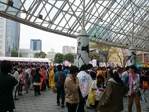07μ'sファイナルライブ入口付近の人混み
