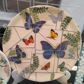 Plato decorado con falso mosaico y decoupage