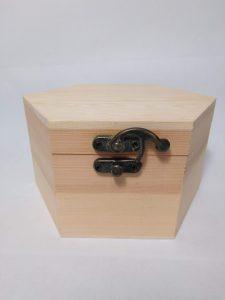 Caja hexagonal de madera