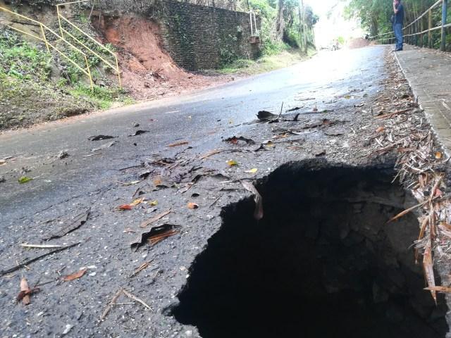 Fractura de tubería de Hidrocapital obliga a cerrar la vía Paseo Los Burros