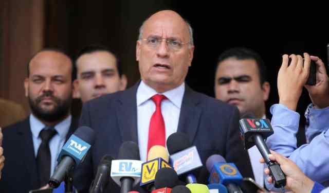 Dávila: Designación de Arias Cárdenas como embajador viola la Constitución