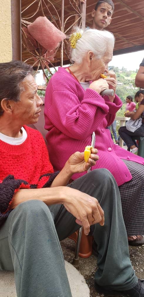 Niños y abuelos de El Pardillal celebraron Día Mundial de la Arepa con «arepazo»