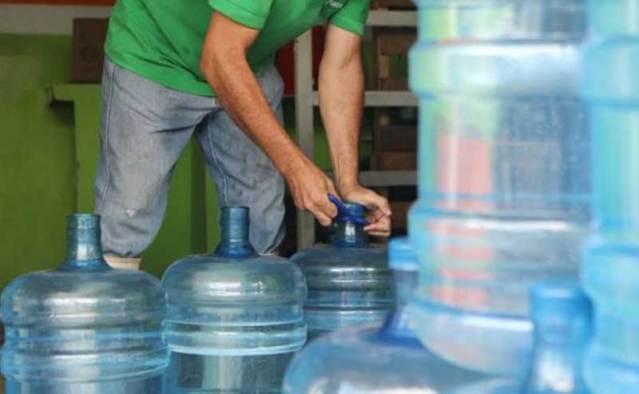 Vecinos en Mal Paso Los Teques denuncian que mesas de agua cobran por bombeo