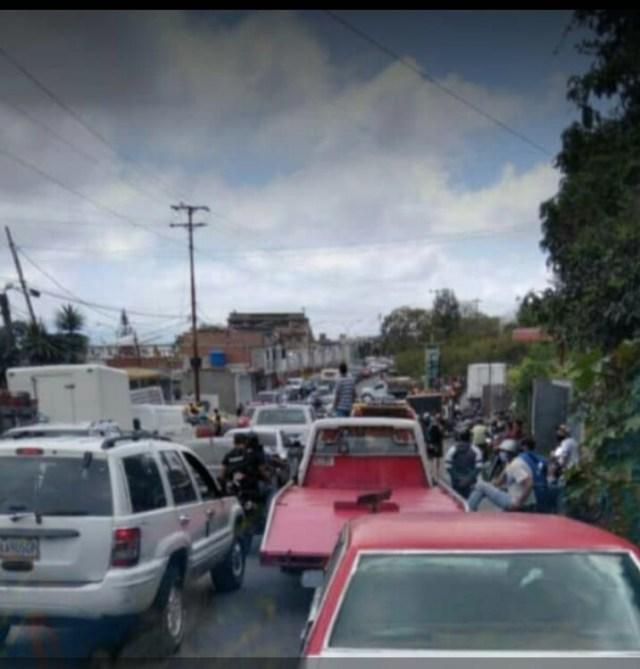 Escasez de gasolina obliga a romper la cuarentena a miles de mirandinos