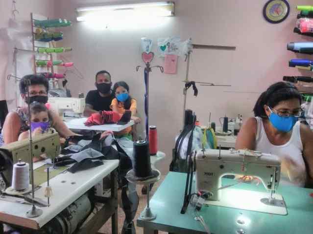 «Antes de apagar las máquinas de coser decidimos hacer tapabocas y donarlos»
