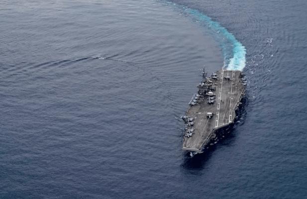 """Un diario del régimen chino dijo que había misiles """"mata portaaviones"""" listos para actuar contra la flota de los EEUU"""