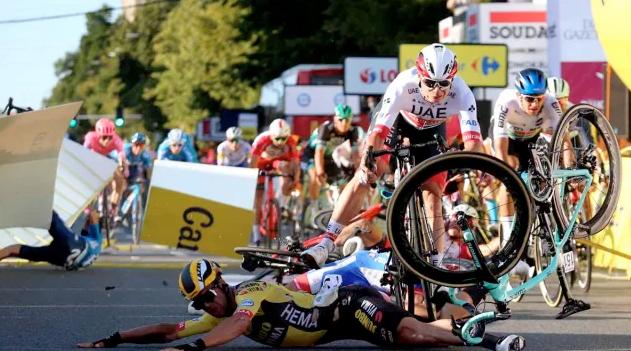 Aparatosa caída en la primera etapa de la Vuelta a Polonia