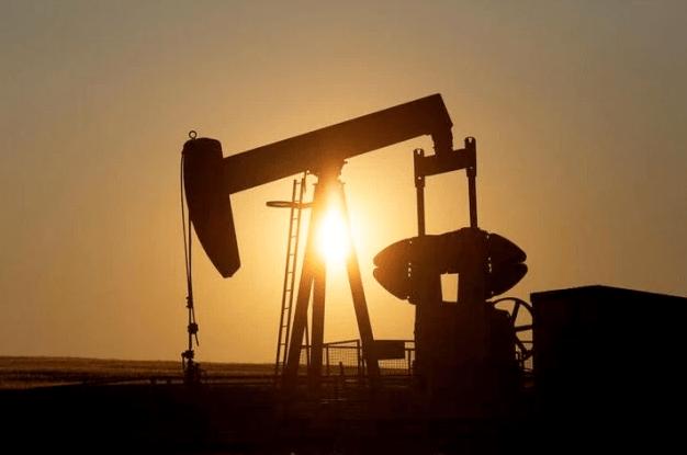 El petróleo se tambalea pero cierra la semana con buena nota