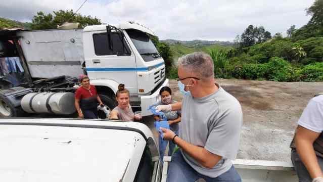 Entregan más de 800 tapabocas en comunidades sanantoñeras para contener al Covid-19