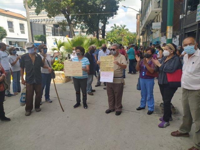 Pensionados tequeños protestaron contra «sueldos de hambre» en el bulevar Bermúdez