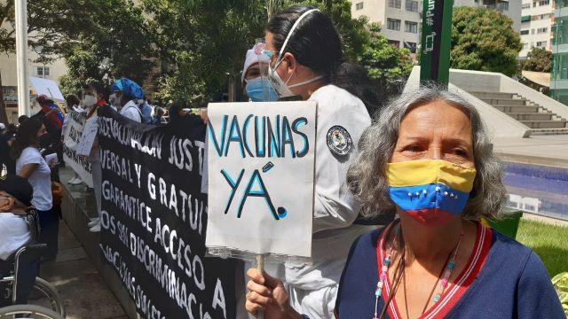 «Basta de ver morir a nuestros compañeros», sector salud clamó en las calles vacunación sin discriminación