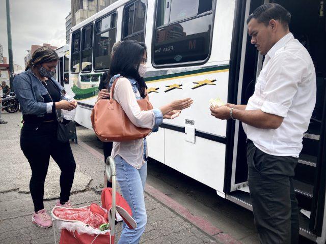 """Incremento ilegal"", transportistas tequeños aumentan pasaje de 500 mil a 600 mil Bs este lunes"