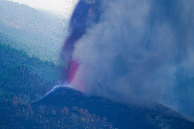 Se detiene una colada de lava del volcán de las islas Canarias