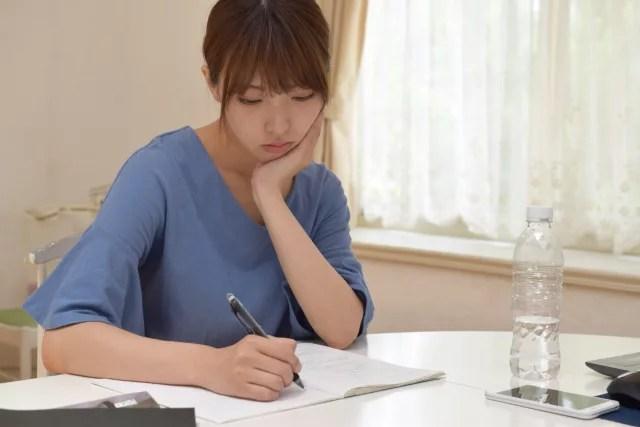 初心者の家計簿をつけるにはノートとアプリのどちらが向いているのか?