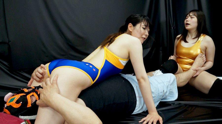 豊満女子レスラー3人が男の顔面にマンコ擦り付け窒息させながら電気アンマ