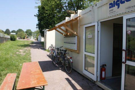 Lahr Container Mauerfeld,hinten Bagger Landesgartenschaugelände