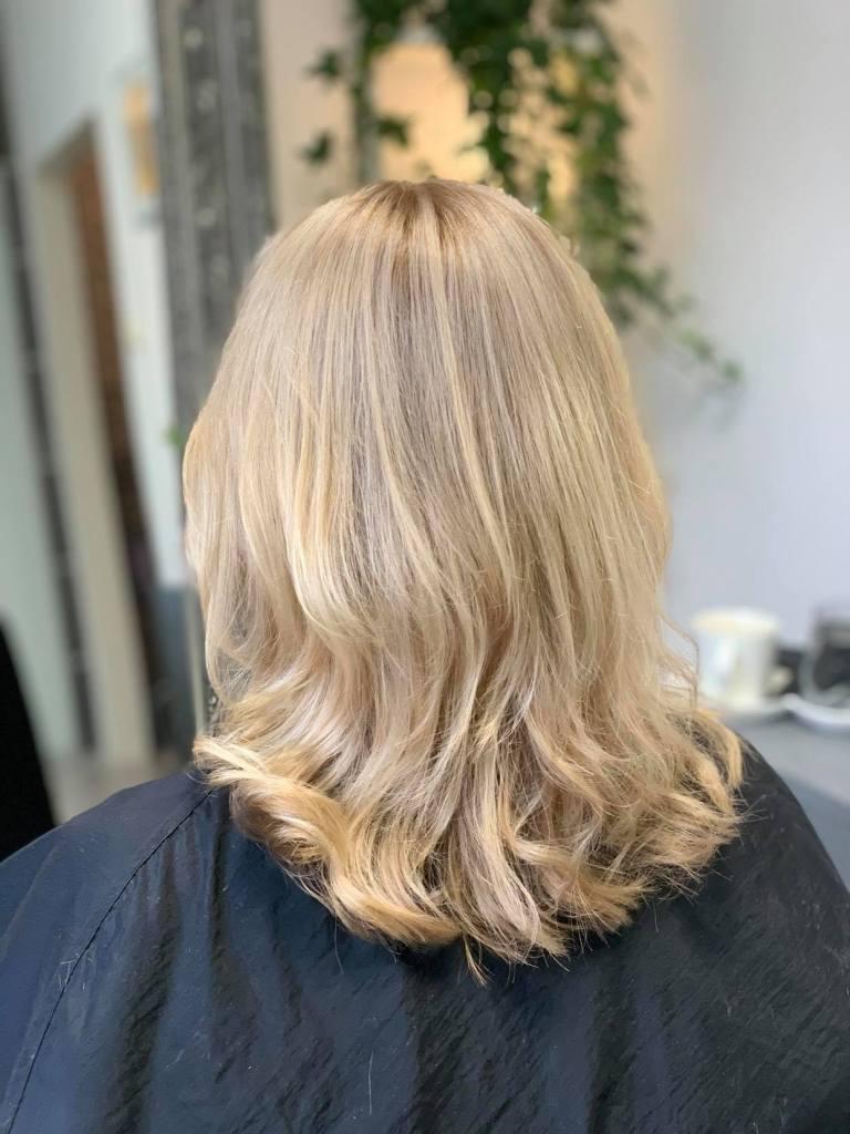 Sandbeige blond