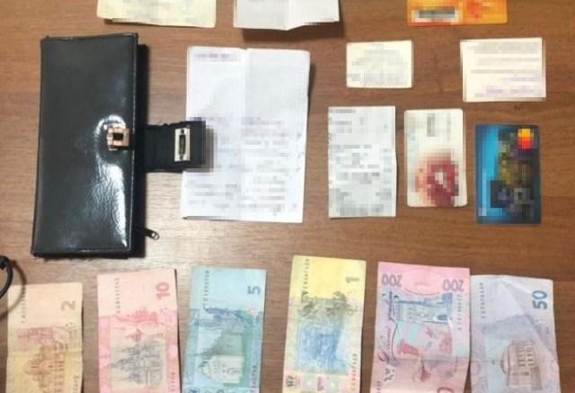 В Одессе полиция поймала карманницу, которая ограбила бабушку в маршрутке