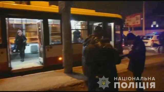 Одессита, который ударил ножом в живот пассажира троллейбуса, арестовали