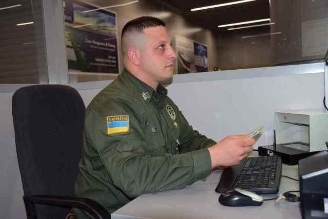 В Черноморском порту задержали украинку, которая посещала Крым. Фото