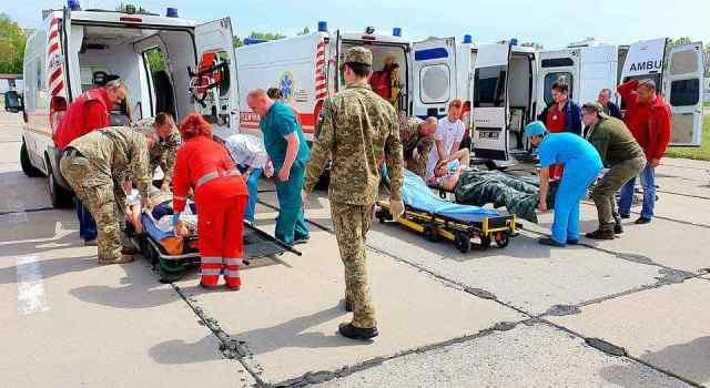 В Одессу прибыл очередной борт с бойцами, раненными в зоне действия ООС. Фото