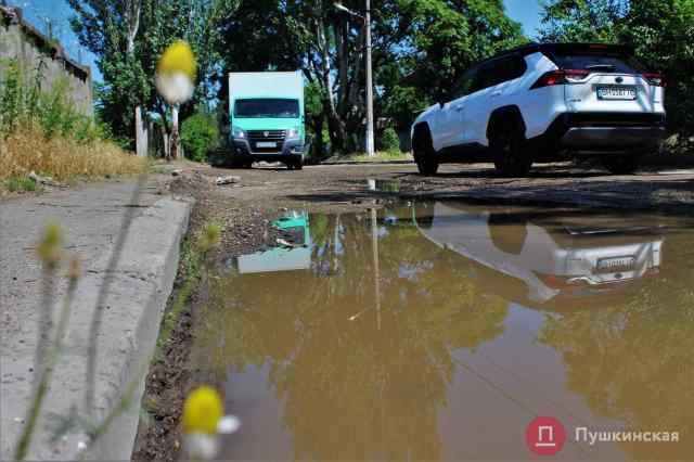 Кусок «убитой» улицы на Пересыпи отремонтируют за 9 с лишним миллионов гривен. Фото