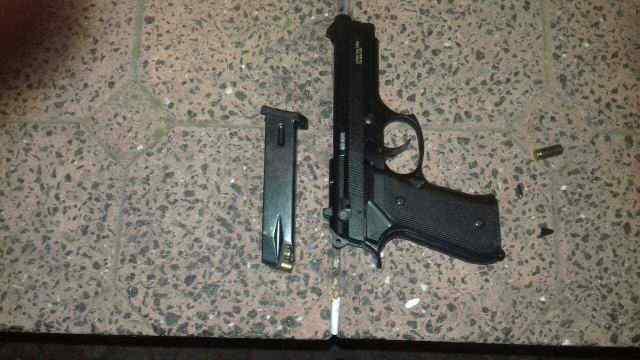 Под Одессой пьяный мужчина ходил по улицам с пистолетом. Фото