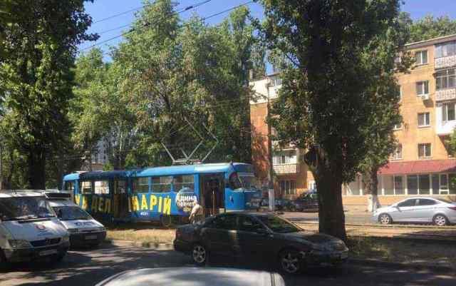 В Одессе пешеход попал под трамвай