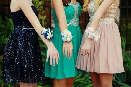 ドレスを着た女の子