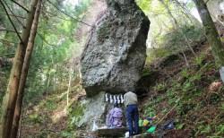 石巻雄勝 石神社 葉山神社 記録によると1800年前から落ちない7mの巨大な石!まちナビ宮城県北合格祈願スポット