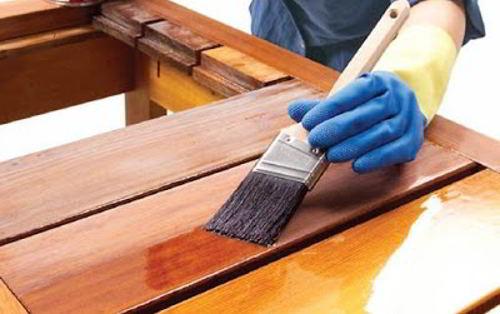 Soñar con aplicar esmalte o barniz