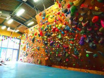 head-rock-climbing-gym-1