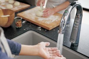 ラクシーナの水栓はタッチレスで使いやすい!「スリムセンサー水栓」
