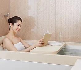 スパージュはスタイリッシュな浴槽な上、「マルチボード」のおかげで使い方は多種多様!