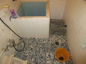 既存在来工法の浴室を新規ユニットバスにリフォームする工事の流れと必要期間