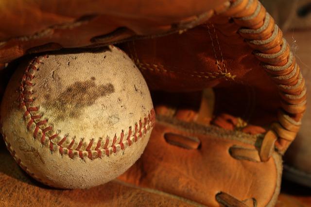野球のグローブー3