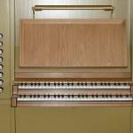 Det færdige spillebord med 4 stemmer i pedalværk, 8 stemmer i hovedværk, 6 stemmer i svelleværk, tremulant.