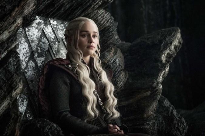 Daenerys en el trono de Rocadragón
