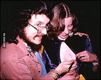 George R. R. Martin joven con una fan
