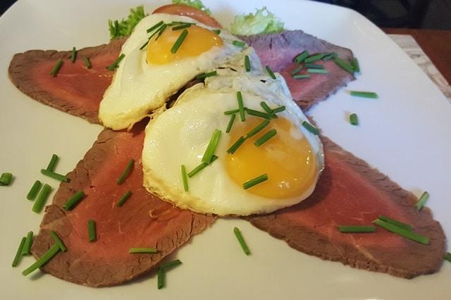 Cafe Fremtiden - Roastbeef med æg 640