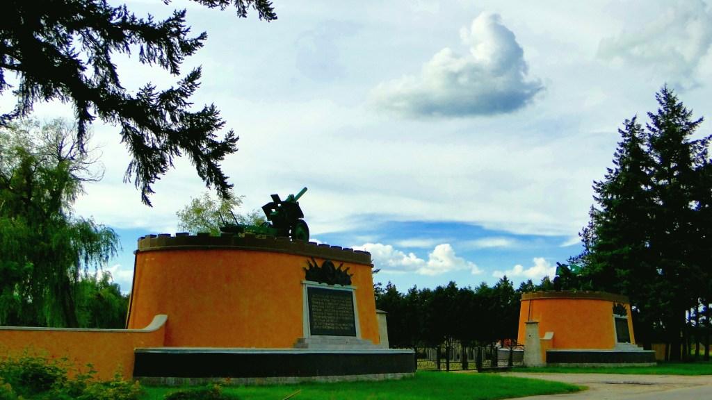 Szlak rowerowy wzdłuż rzeki Odry - cmentarz żołnierzy Armii Czerwonej w Cybince