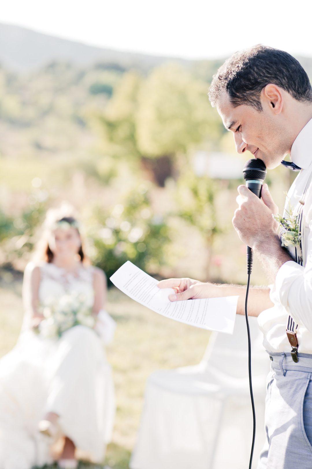 Officiant de cérémonie laïque, mariage, célébrant, discours mariés