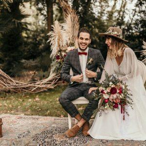 photographe de mariage, photographe Montpellier, couple de mariés, robe de mariée bohème, costume de mariage gris, décoration mariage pampa, décoration mariage bohème, photographe mariage et beauté